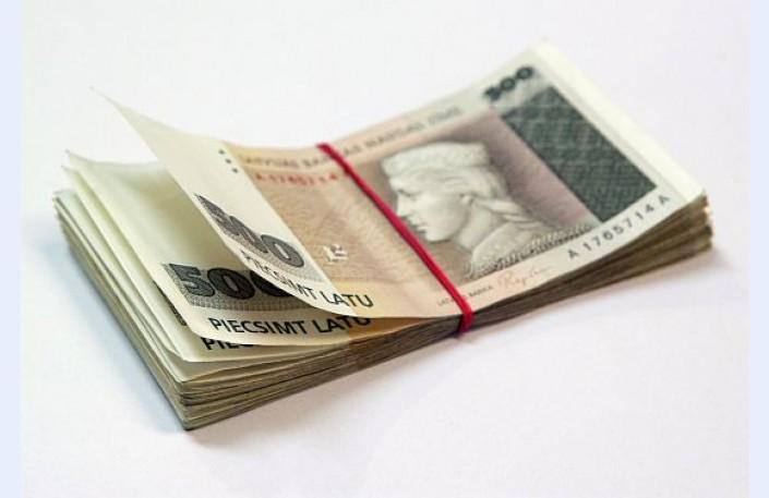 pelnīt naudu, sniedzot padomu)