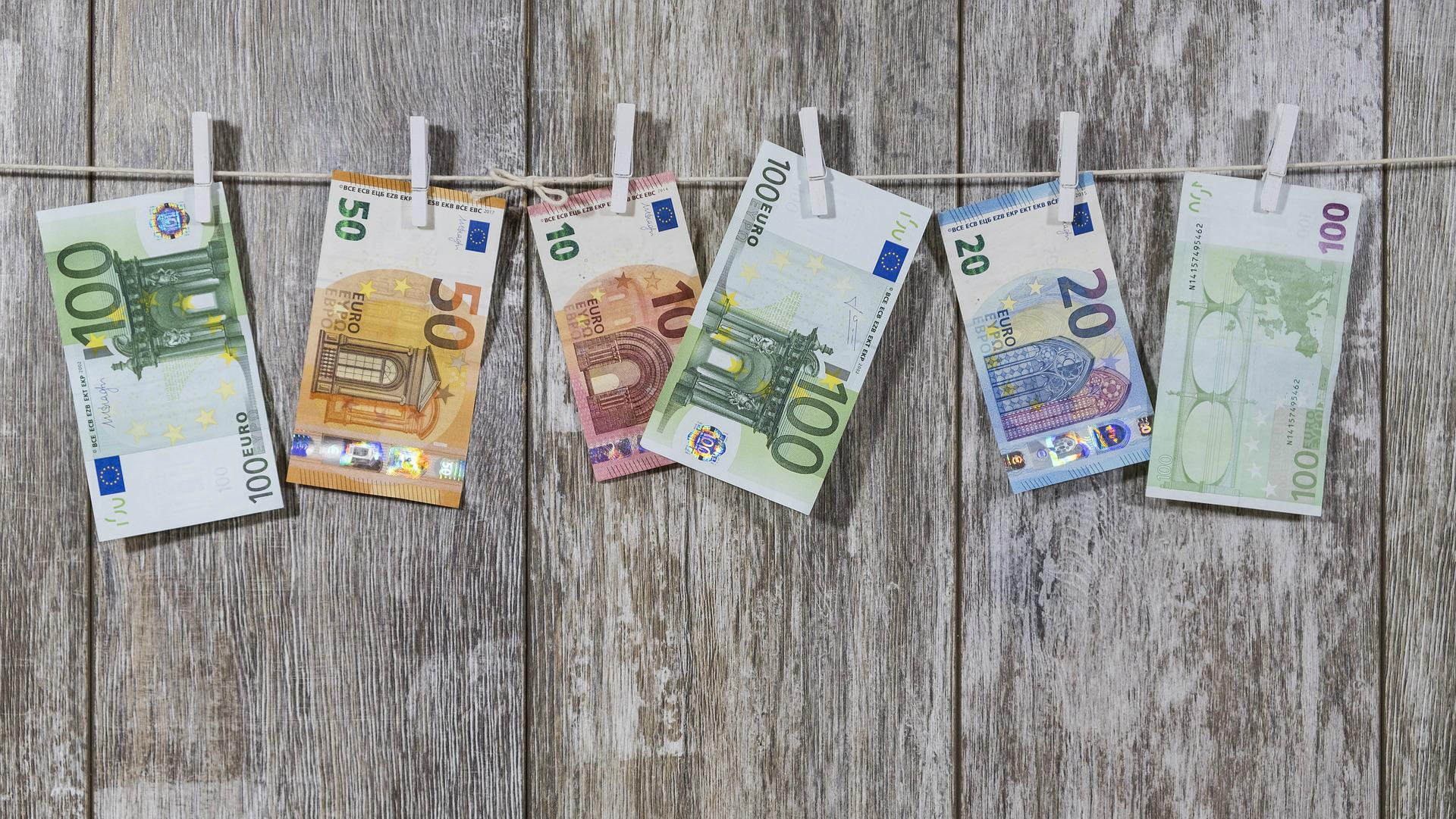 nopelnīt naudu eiro)