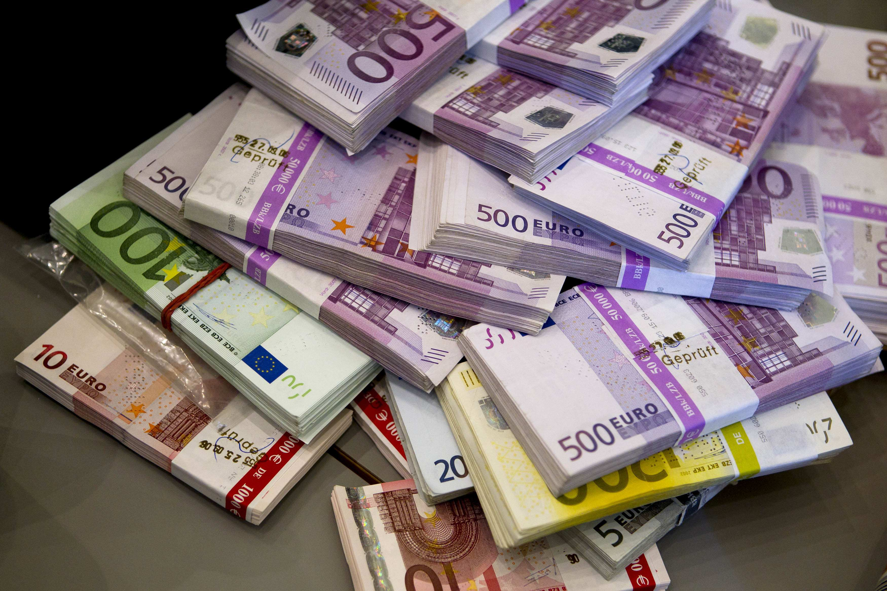 nopelnot daudz naudas, ieguldot)