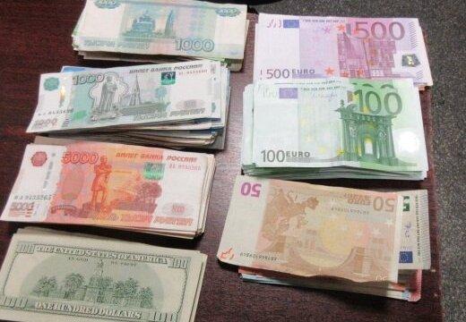 viegla nauda par automašīnu)