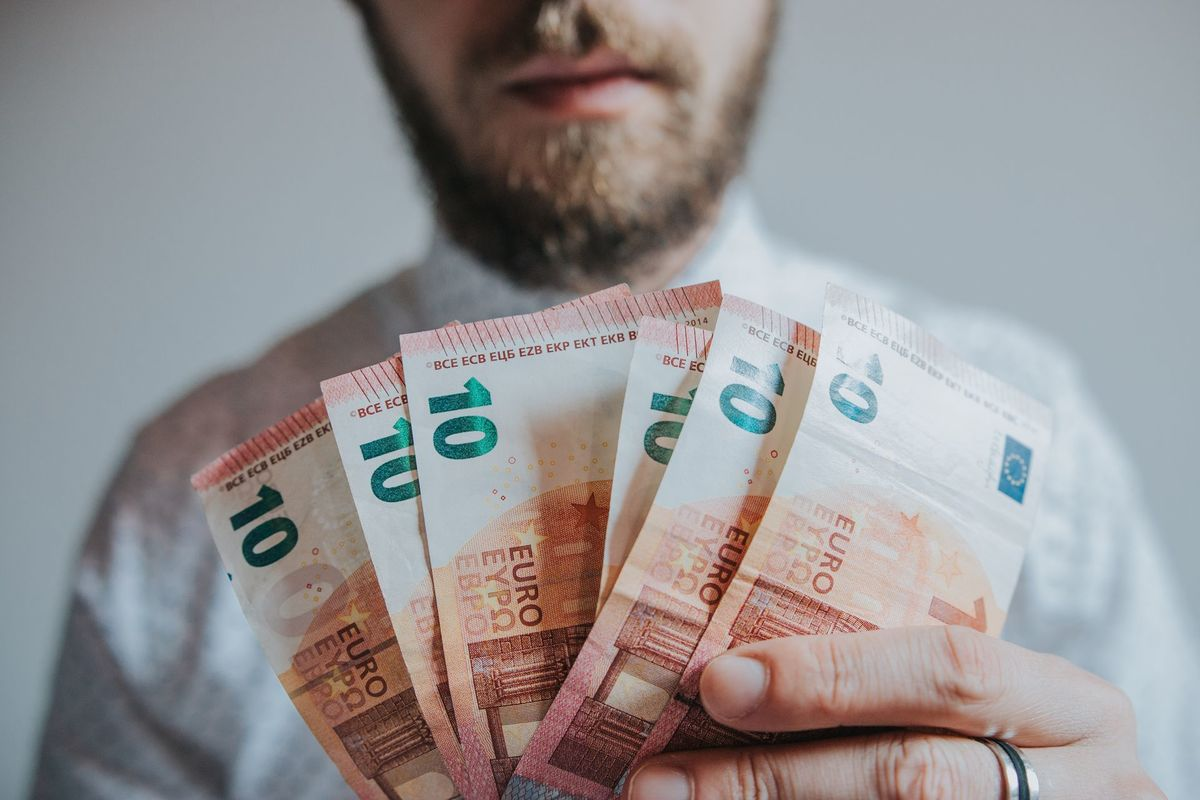 pelnīt naudu internetā ir tikai nauda