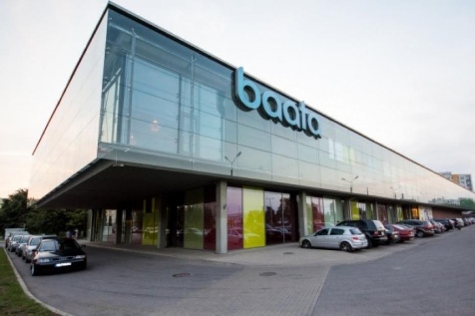 Iepirkšanās un izklaides centrs AKROPOLE, akciju tirdzniecības simulators latvija
