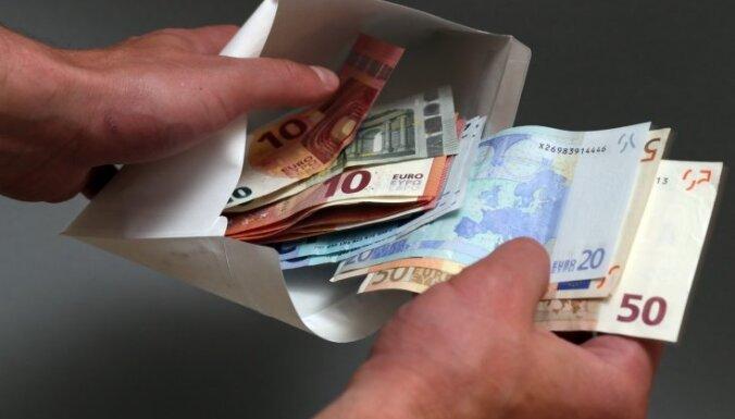 naudu viņš nopelnīja par spīti)
