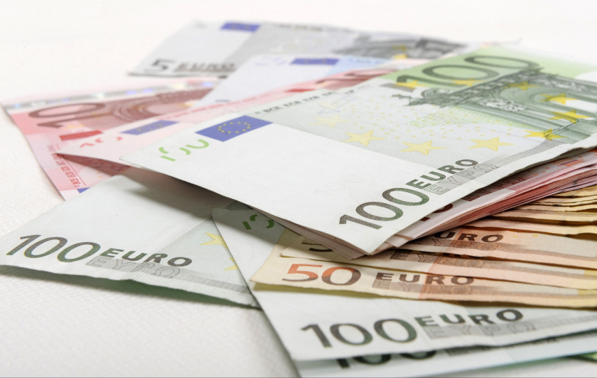 kā nopelnīt naudu ar rokām)