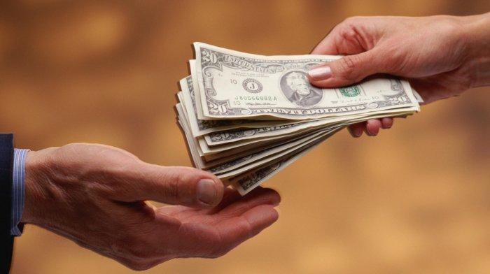 kā dāmas pelna naudu