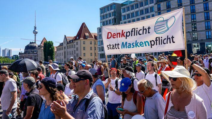 Demonstrācijās Berlīnē ievainoti 45 policisti - DELFI