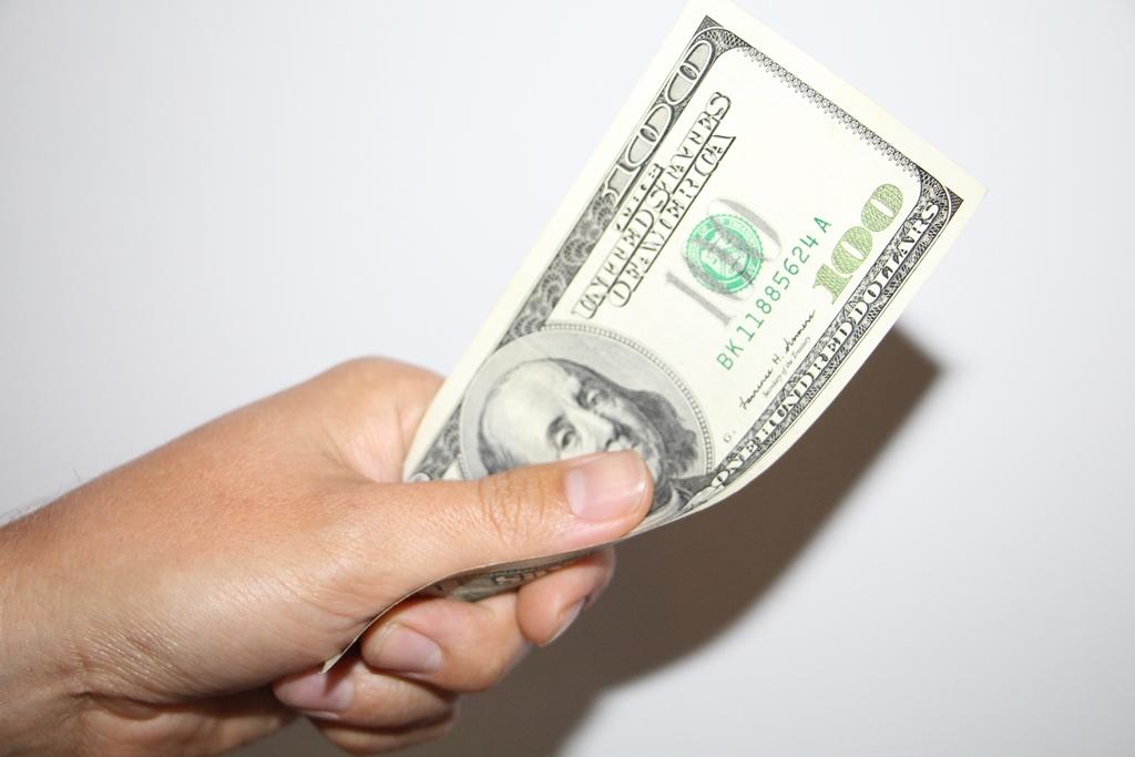 bināro opciju likmes ir 1 dolārs