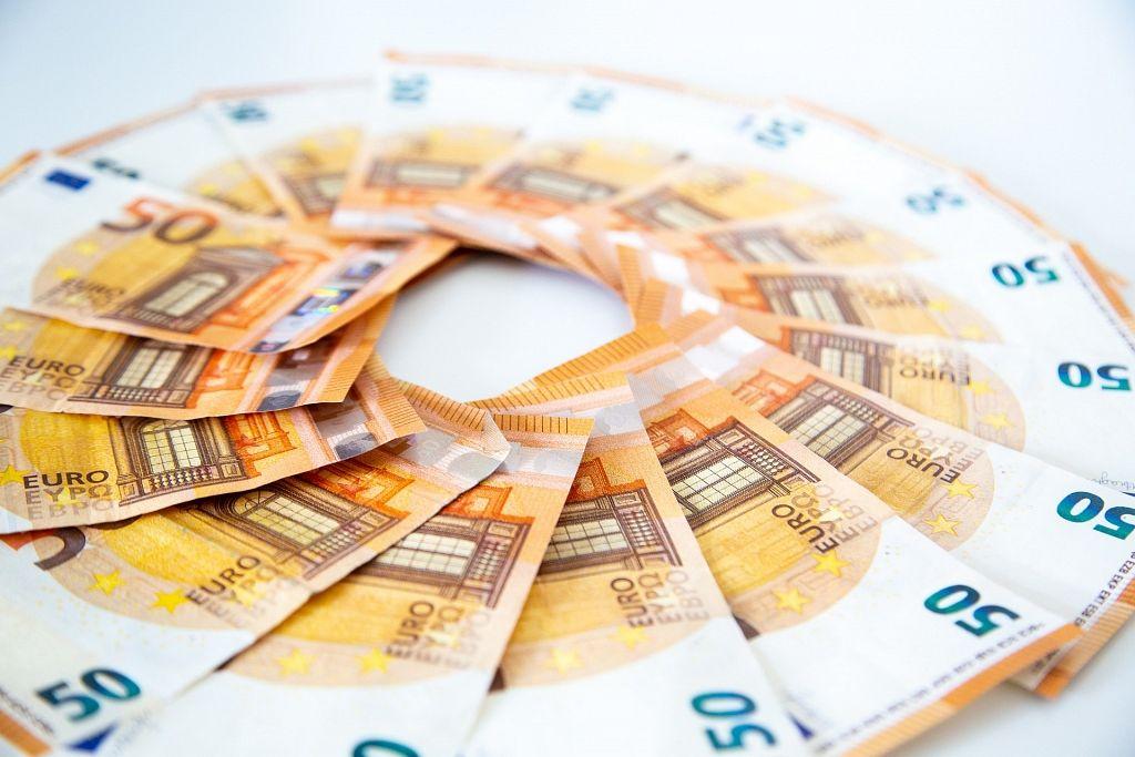 reāla nauda internetā ir iespējama pirmdien