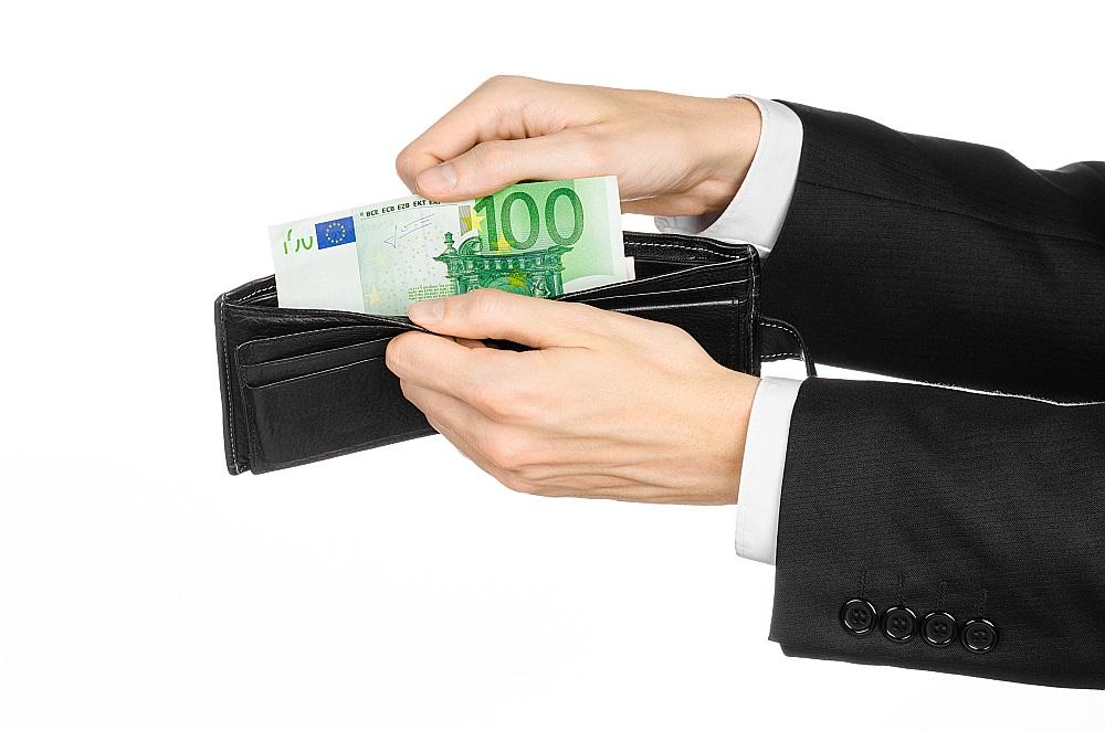 nopelniet naudu papildus savam pamatdarbam