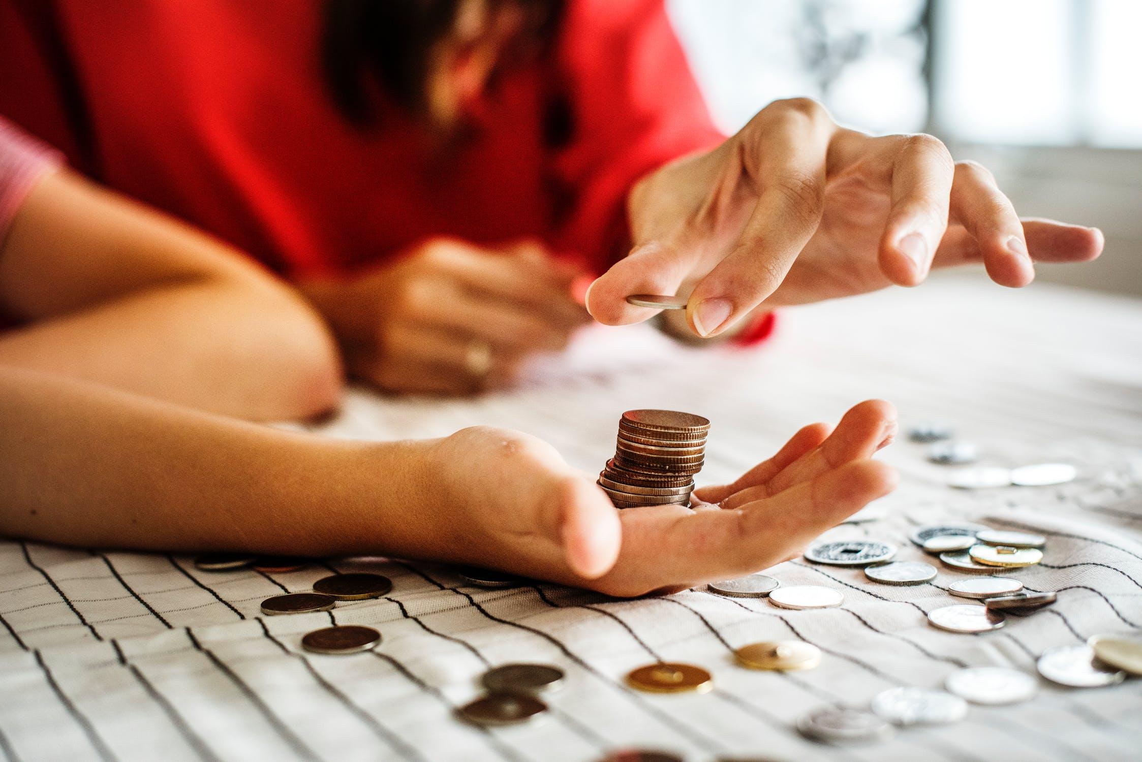 kā nopelnīt un ietaupīt naudu)
