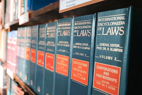 Juridiskā palīdzība korporatīvo tiesību jautājumos