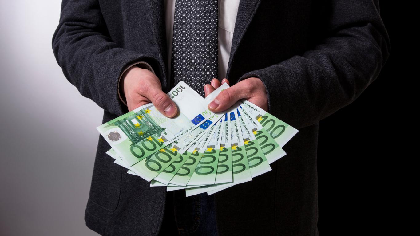 ātrākais veids, kā pelnīt naudu nelegāli