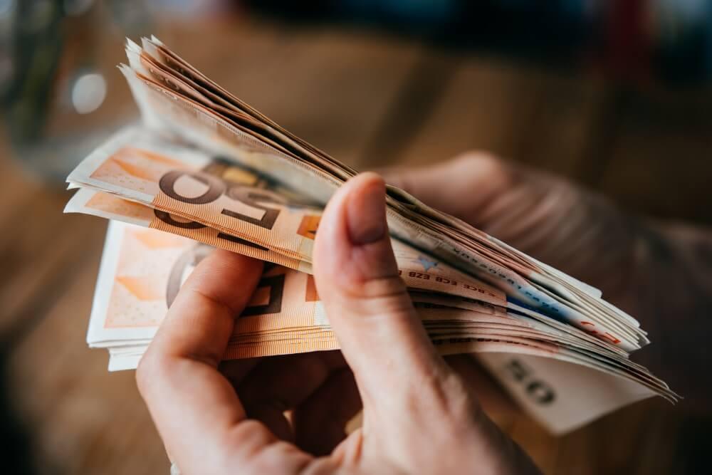 Hārvardas profesore atklāj veidu, kā ar naudu padarīt cilvēkus patiesi laimīgākus