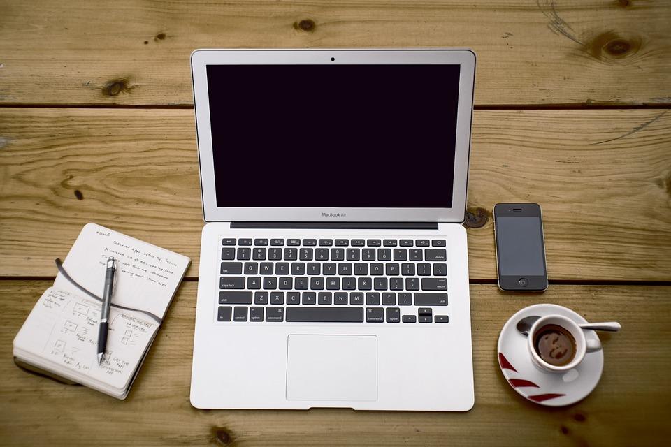 idejas, kā pelnīt naudu tiešsaistē