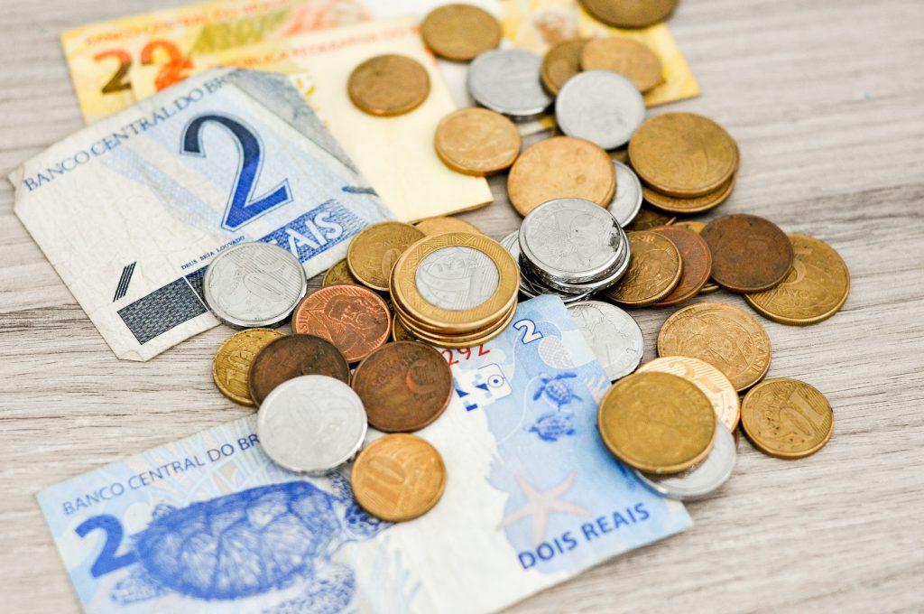 kā cilvēki pelna naudu dzīvē bitcoin internets