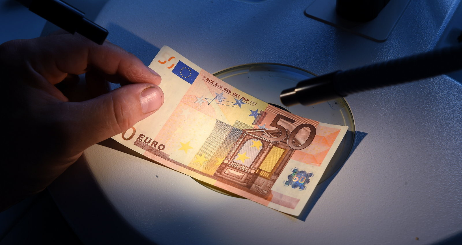 kā nopelnīt daudz naudas ECB)