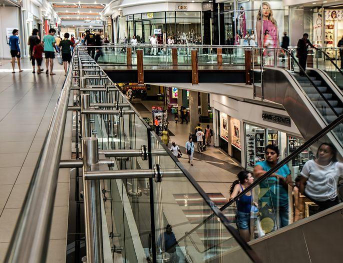 Vairāki tirdzniecības centri pagarina darba laiku | baltumantojums.lv