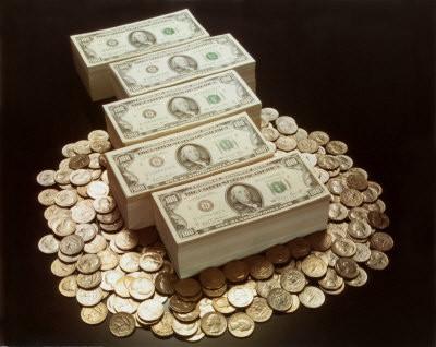 nepelna daudz naudas)